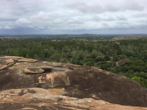 Aussicht von einem hohen Felsen